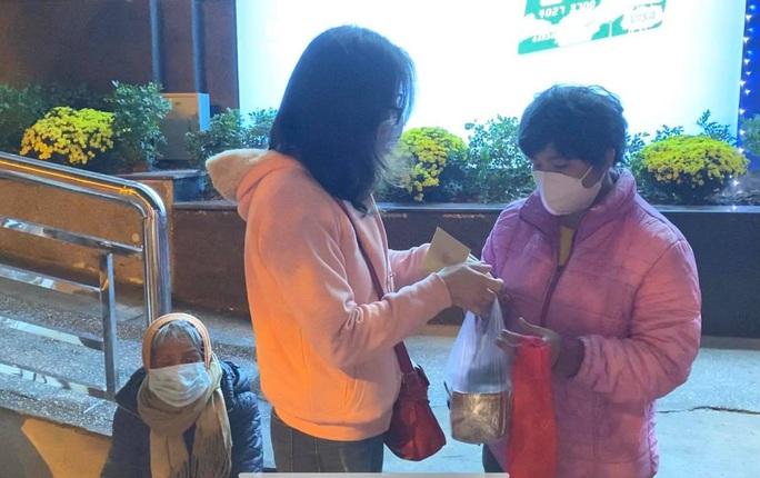 Tết ấm cho người vô gia cư tại Hà Nội - Ảnh 1.