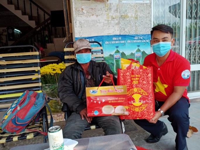 Tết ấm cho người vô gia cư trao quà cho người dân tại Cần Thơ - Ảnh 3.