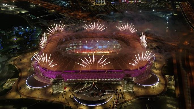 Viên ngọc Khalifa Stadium bừng sáng giữa sa mạc Qatar - Ảnh 4.