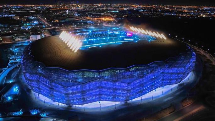 Viên ngọc Khalifa Stadium bừng sáng giữa sa mạc Qatar - Ảnh 7.