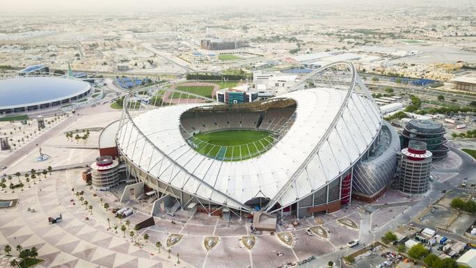 Viên ngọc Khalifa Stadium bừng sáng giữa sa mạc Qatar - Ảnh 2.