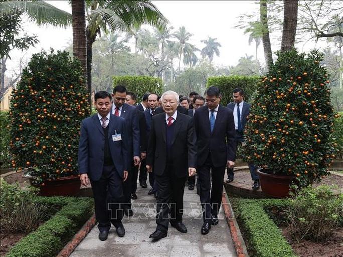 Tổng Bí thư, Chủ tịch nước Nguyễn Phú Trọng dâng hương tưởng niệm Chủ tịch Hồ Chí Minh - Ảnh 1.