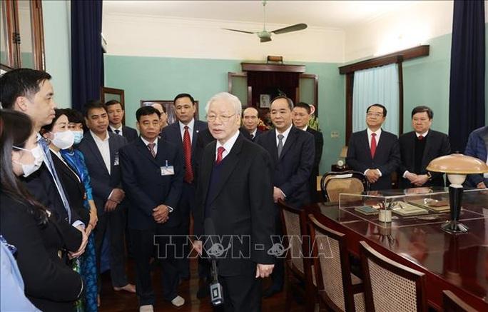 Tổng Bí thư, Chủ tịch nước Nguyễn Phú Trọng dâng hương tưởng niệm Chủ tịch Hồ Chí Minh - Ảnh 4.