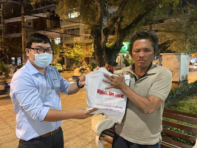 Tết ấm cho người vô gia cư ngoài đường phố Nha Trang - Ảnh 7.