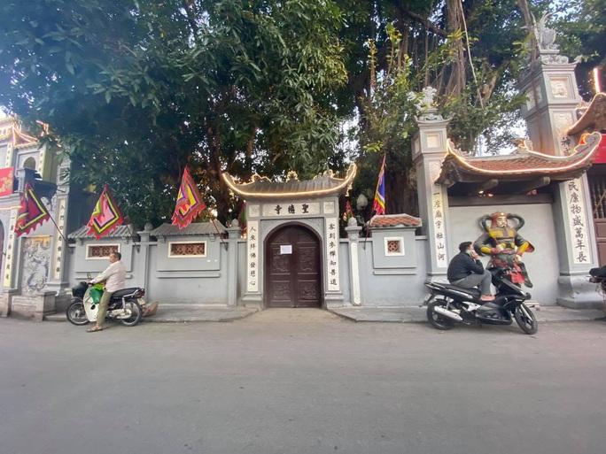 Lo ngại Covid-19, chùa Hà nổi tiếng linh thiêng đóng cửa không đón khách đầu năm - Ảnh 1.
