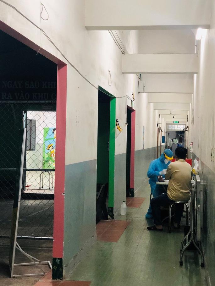 TP HCM: Xét nghiệm toàn bộ nhân viên 2 bệnh viện bệnh nhân Covid-19 từng đến - Ảnh 1.