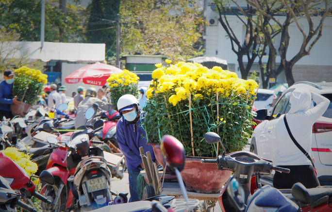 Tiểu thương Đà Nẵng dọn hàng sớm trước cảnh đìu hiu chợ 30 Tết - Ảnh 13.