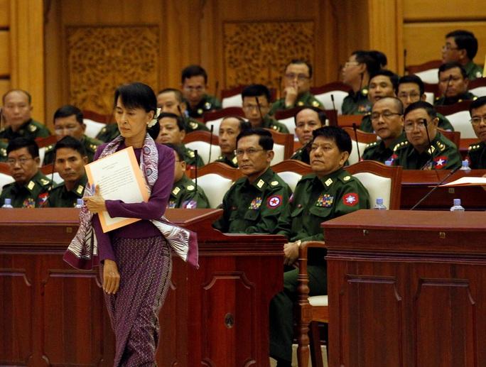 Mỹ đóng băng 1 tỉ USD, trừng phạt lãnh đạo quân đội Myanmar - Ảnh 2.