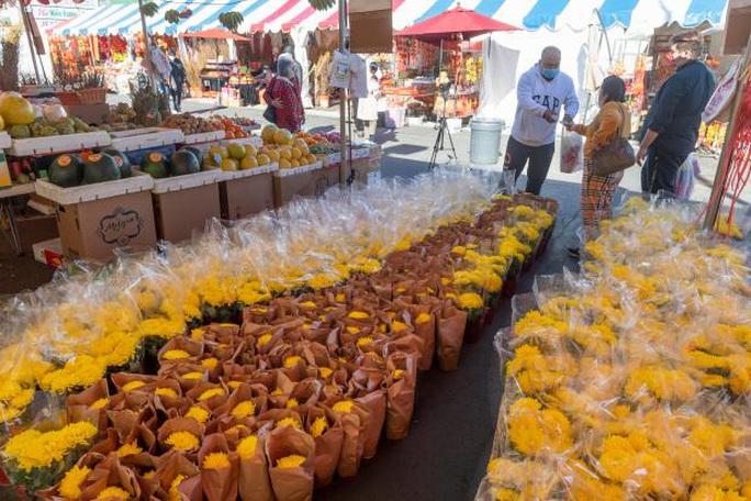 Mỹ: Chợ hoa Tết của người Việt ở khu Phước Lộc Thọ gây bất ngờ - Ảnh 3.