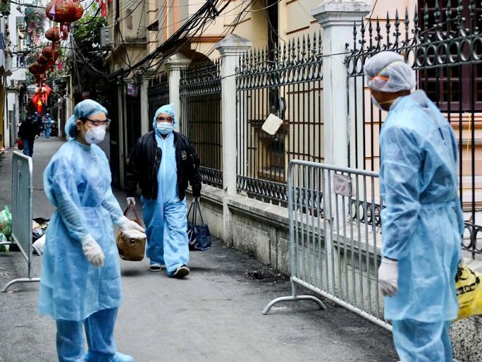 NÓNG: Hà Nội phát hiện thêm 2 ca dương tính SARS-CoV-2 - Ảnh 1.