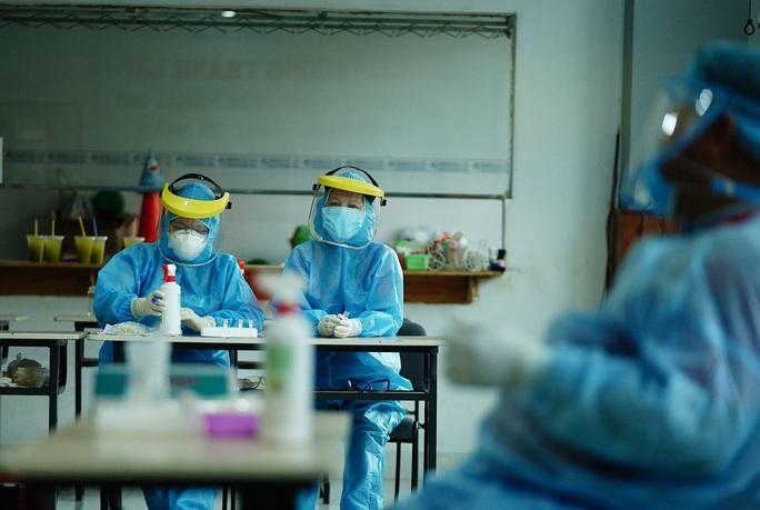 TP HCM lấy gần 2.500 mẫu xét nghiệm trong đêm giao thừa - Ảnh 1.