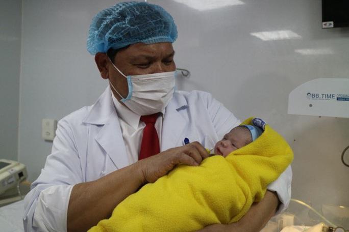Những công dân nhí xông đất bệnh viện Tết Nguyên đán Tân Sửu - Ảnh 1.