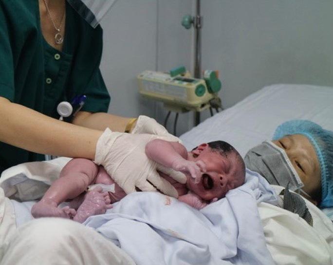 Những công dân nhí xông đất bệnh viện Tết Nguyên đán Tân Sửu - Ảnh 4.