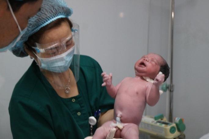 Những công dân nhí xông đất bệnh viện Tết Nguyên đán Tân Sửu - Ảnh 3.
