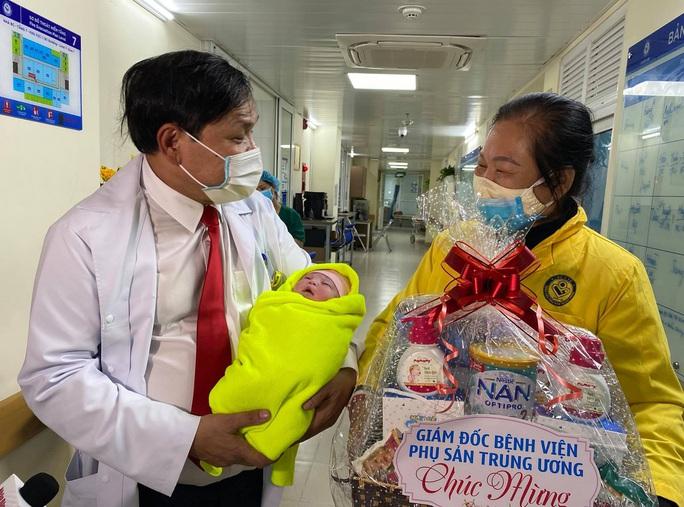 Những công dân nhí xông đất bệnh viện Tết Nguyên đán Tân Sửu - Ảnh 6.