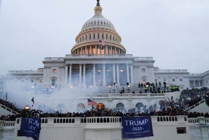 Đảng Dân chủ e ngại lịch sử lặp lại nếu ông Donald Trump được tha bổng - Ảnh 1.