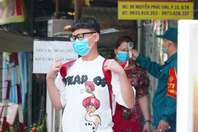TP HCM vắng lặng trong ngày mùng 1 Tết - Ảnh 39.
