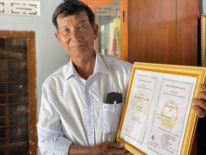 Lão nông 74 tuổi quyết lấy bằng tiến sĩ - Ảnh 1.
