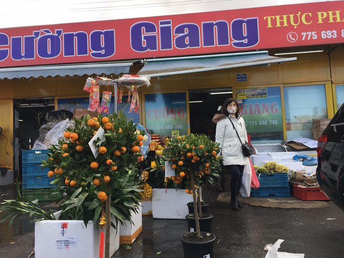 Người Việt đi sắm Tết ở trái tim của châu Âu - Ảnh 15.