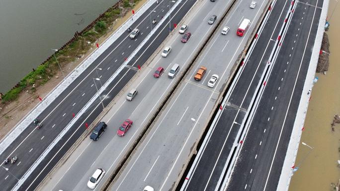 Toàn cảnh những công trình gỡ ùn tắc giao thông cho Hà Nội thời gian qua - Ảnh 4.
