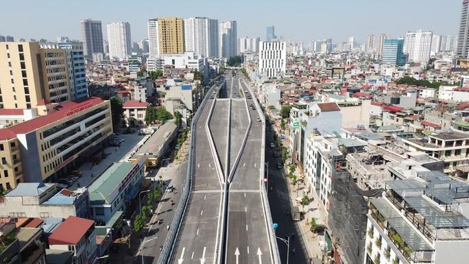 Toàn cảnh những công trình gỡ ùn tắc giao thông cho Hà Nội thời gian qua - Ảnh 10.