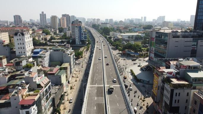 Toàn cảnh những công trình gỡ ùn tắc giao thông cho Hà Nội thời gian qua - Ảnh 11.