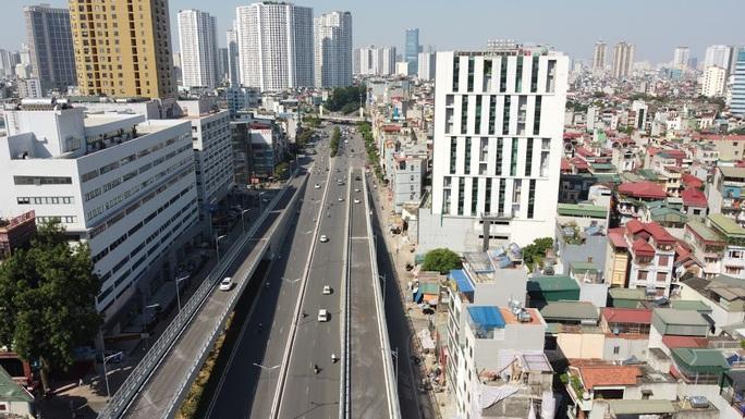 Toàn cảnh những công trình gỡ ùn tắc giao thông cho Hà Nội thời gian qua - Ảnh 13.