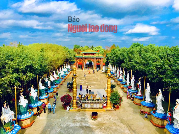 CLIP: Ngày Tết ở ngôi chùa có tượng Phật Bà cao nhất miền Tây - Ảnh 2.
