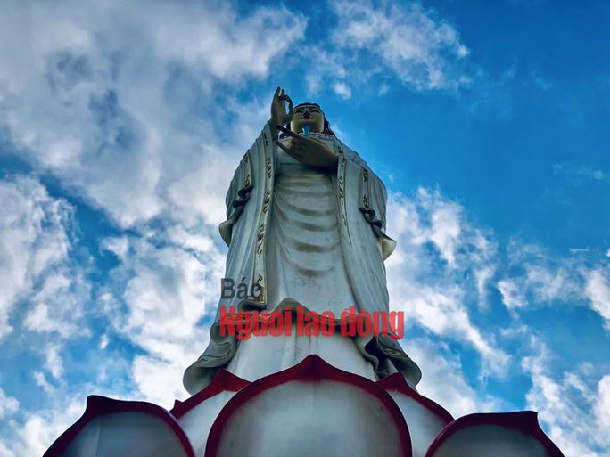 CLIP: Ngày Tết ở ngôi chùa có tượng Phật Bà cao nhất miền Tây - Ảnh 4.
