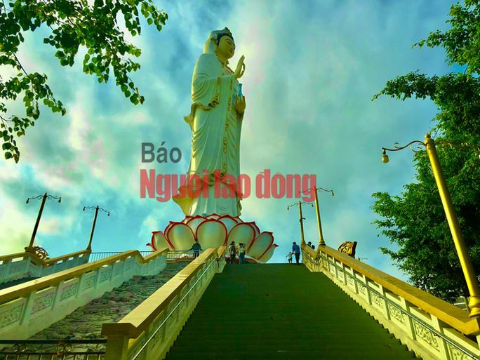 CLIP: Ngày Tết ở ngôi chùa có tượng Phật Bà cao nhất miền Tây - Ảnh 5.