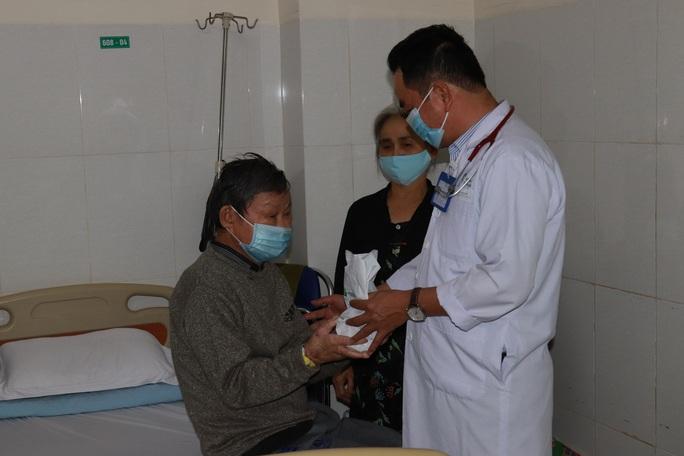 Chùm ảnh đón Tết ở bệnh viện - Ảnh 2.