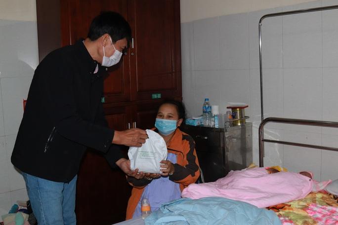 Chùm ảnh đón Tết ở bệnh viện - Ảnh 5.