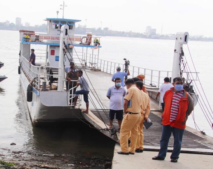 Vụ sạt lở trưa mùng 3 Tết ở Vĩnh Long: 10 hành khách trên phà rơi xuống sông Hậu - Ảnh 1.