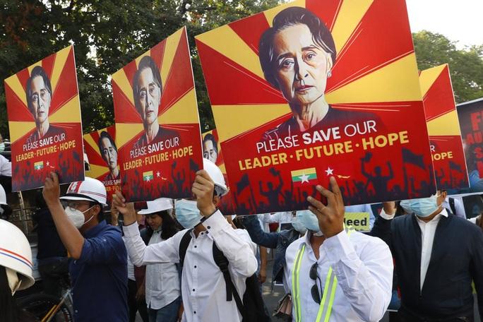 Quân đội Myanmar nới thời hạn giam giữ lãnh đạo Suu Kyi - Ảnh 3.