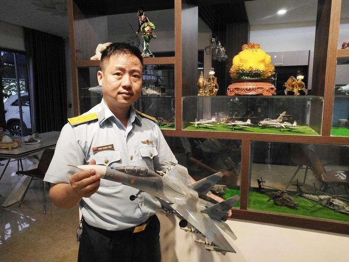 Chiêm ngưỡng bộ sưu tập máy bay mô hình gần 100 chiến đấu cơ của vị thượng tá  - Ảnh 1.