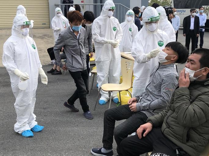 Nữ công nhân dương tính SARS-CoV-2 đi lại nhiều nơi, hơn 6.000 người bị phong tỏa - Ảnh 2.