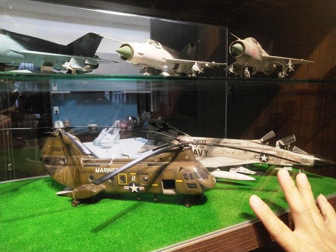 Chiêm ngưỡng bộ sưu tập máy bay mô hình gần 100 chiến đấu cơ của vị thượng tá  - Ảnh 4.