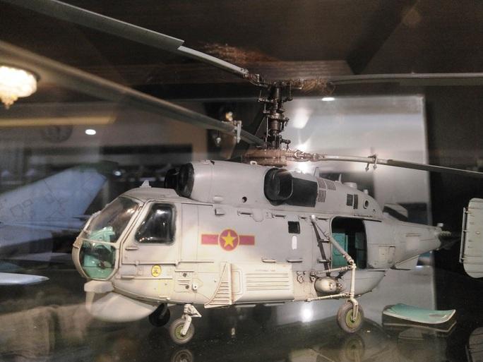Chiêm ngưỡng bộ sưu tập máy bay mô hình gần 100 chiến đấu cơ của vị thượng tá  - Ảnh 3.