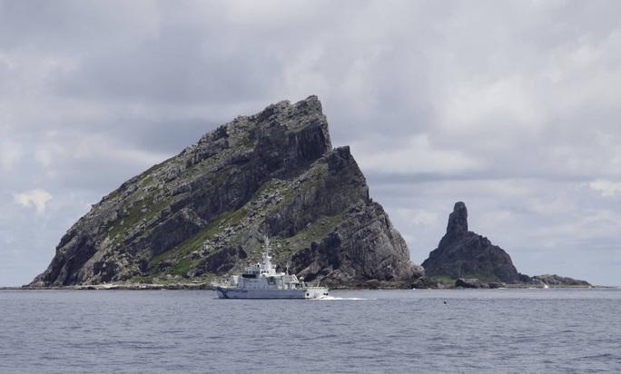 Nhật Bản phản ứng mạnh hành động của tàu hải cảnh Trung Quốc - Ảnh 1.