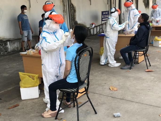 NÓNG: Bà Rịa-Vũng Tàu hỏa tốc tiếp nhận 12 thuyền viên dương tính SARS-CoV-2 - Ảnh 1.