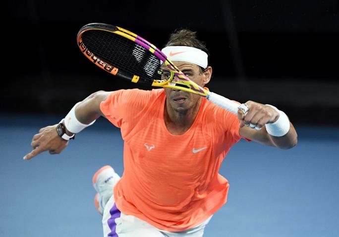 Rafael Nadal thua ngược Tsitsipas, mất cơ hội phá kỷ lục Grand Slam - Ảnh 1.
