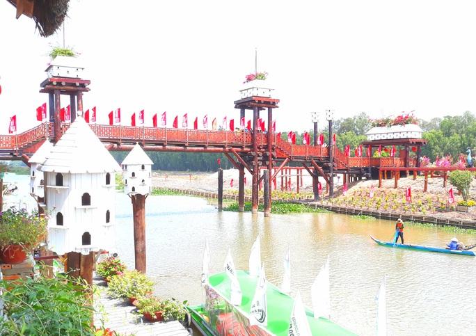 Thỏa sức check in chiếc cầu tre dài nhất Việt Nam giữa rừng tràm - Ảnh 1.