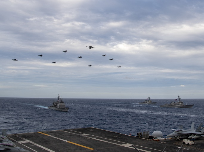 Ảnh hiếm về hoạt động của hai tàu sân bay Mỹ ở biển Đông - Ảnh 6.