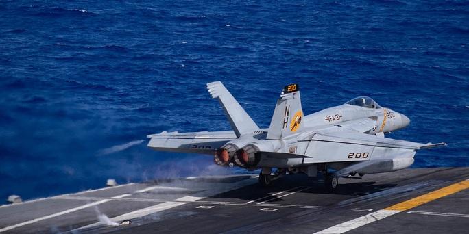 Ảnh hiếm về hoạt động của hai tàu sân bay Mỹ ở biển Đông - Ảnh 5.