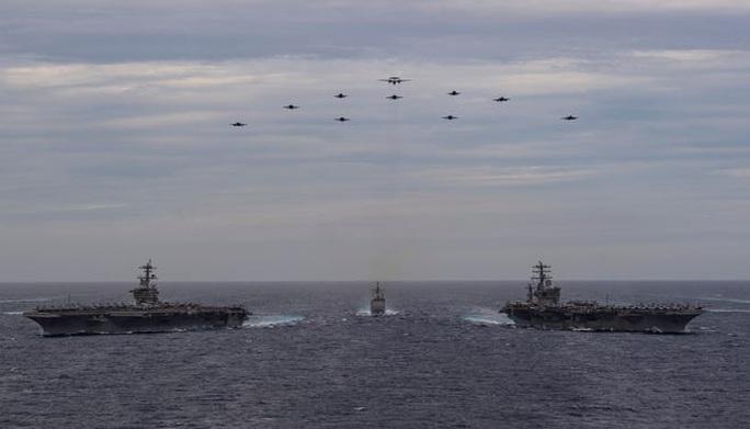 Ảnh hiếm về hoạt động của hai tàu sân bay Mỹ ở biển Đông - Ảnh 3.