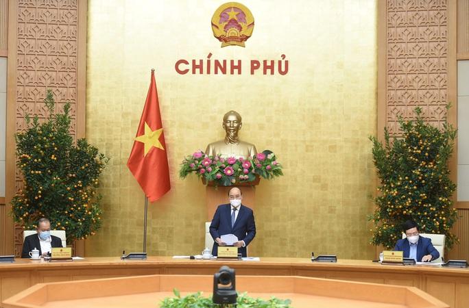 Thủ tướng Nguyễn Xuân Phúc chủ trì họp giao ban về tình hình Tết, phòng chống Covid-19 - Ảnh 1.
