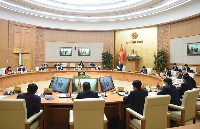 Thủ tướng Nguyễn Xuân Phúc chủ trì họp giao ban về tình hình Tết, phòng chống Covid-19 - Ảnh 2.