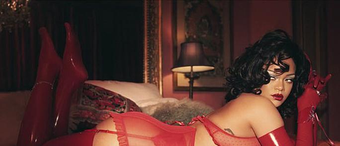 Rihanna táo bạo với nội y xuyên thấu - Ảnh 3.