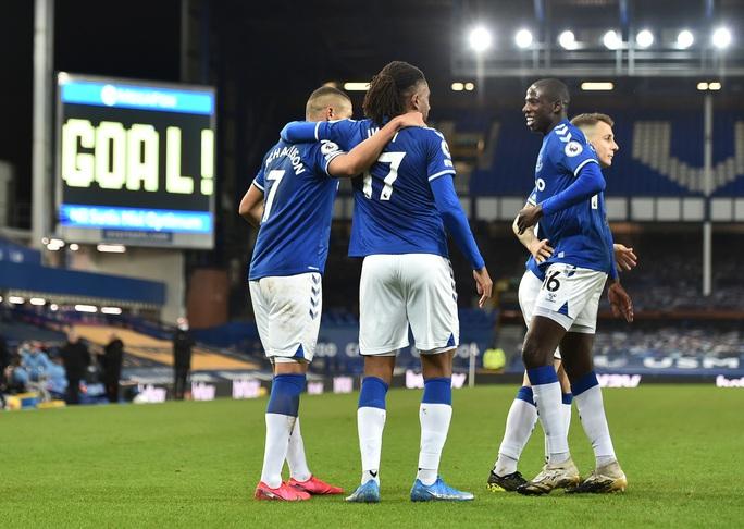 Hai siêu phẩm hạ Everton 3-1, Man City xây chắc ngôi đầu - Ảnh 3.