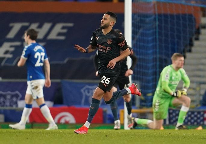 Hai siêu phẩm hạ Everton 3-1, Man City xây chắc ngôi đầu - Ảnh 4.